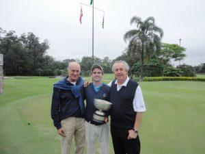 Igor Cornelsen praticando sua segunda coisa favorita na vida, golfe.